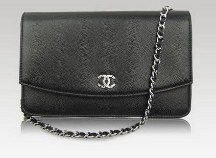 Bạn có thể đựng gì trong một chiếc túi xách nữ Chanel WOC