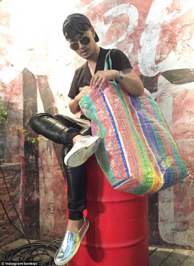 Năm ngoái, hãng này còn từng cho ra mắt mẫu túi xách lấy cảm hứng từ túi đựng đồ giặt là vốn rất phổ biến trong đời sống của người Thái Lan.
