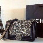 Gợi ý Mix trang phục với túi xách Chanel Boy không hề khó
