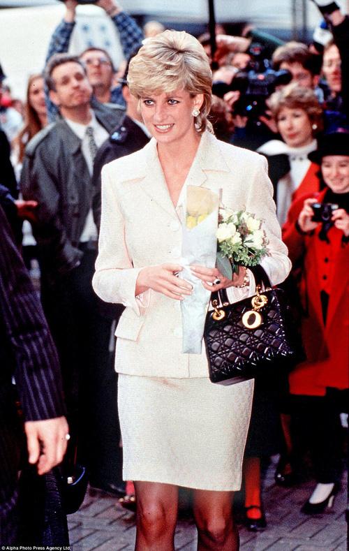Công nương Diana: fashion icon hoàng phái  độc nhất  chiếm hữu  đến 2 mẫu túi đình đám được đặt theo tên mình-5