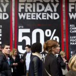 """Nhiều món đồ xa xỉ đồng loạt giảm giá trong """"ngày lễ mua sắm"""" Black Friday"""