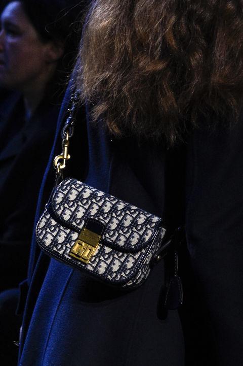 Túi Christian Dior kiểu dáng cổ điển