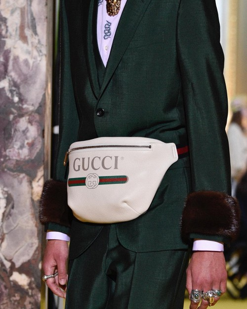 Tưởng rằng đã nâng cao  level đồ hiệu, ngờ đâu  lại rộ ngờ vực  Sơn Tùng dùng túi Gucci fake-4