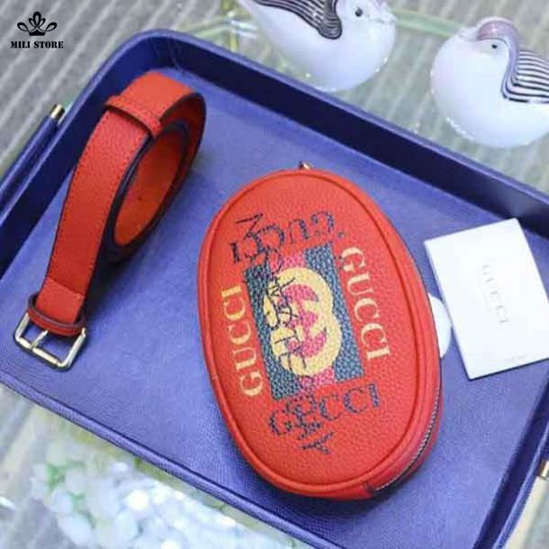 Túi đeo bụng Gucci màu đổ đeo hông