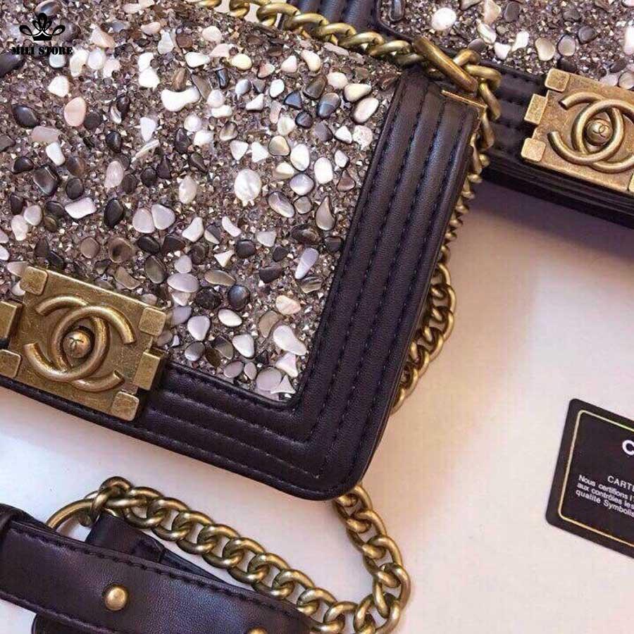 Chanel đính đá size 20, khóa vàng đồng, dây da pha xích
