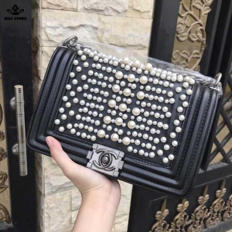Túi xách đính Ngọc trai màu trắng, túi màu đen bán tại tphcm
