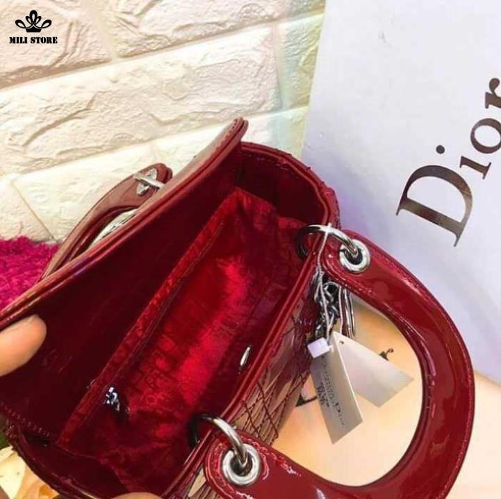 Dior Lady bên trong túi hàng Super Full Box có hộp dây da pha xích màu đỏ
