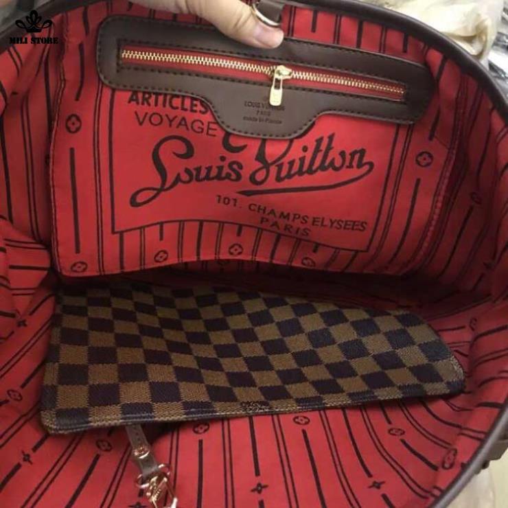 Bên trong túi Louis Vuitton Neverfull MM Monogaram lót đỏ