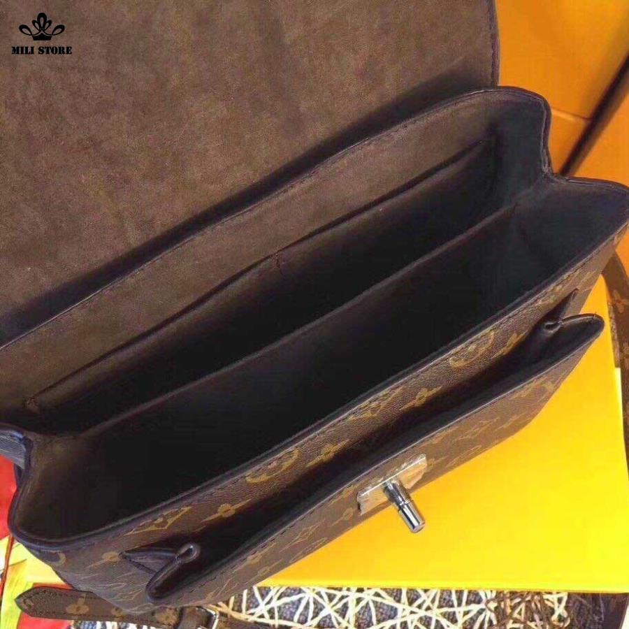 Bên trong túi Louis Vuitton LV lót nhung màu nâu rất đẹp