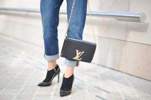 Túi xách màu đen quyến rũ %%