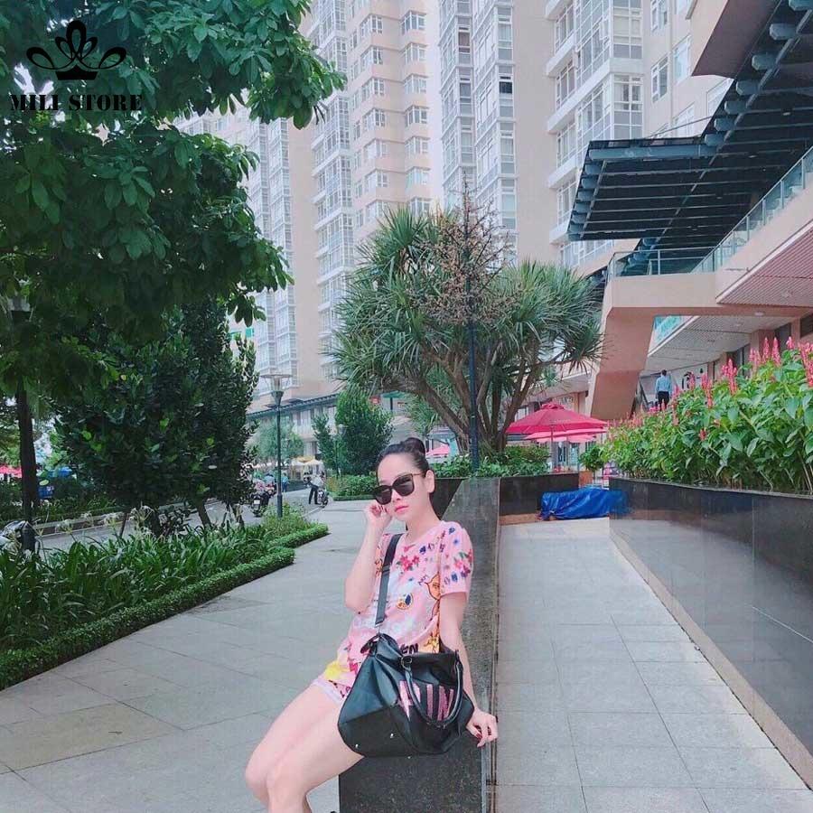 Người mẫu túi xách pink du lịch tập gym thể thao