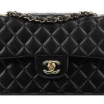 Bạn có thể đựng gì trong một chiếc túi xách nữ Chanel Flap Bag size medium
