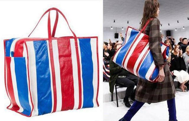 Chiếc túi xách của hãng Balenciaga có giá 3.000 USD (khoảng 70 triệu đồng) nhưng nhìn giống hệt những chiếc túi dù bán vỉa hè với giá chưa đến 100.000 đồng. (Nguồn: SGCT)