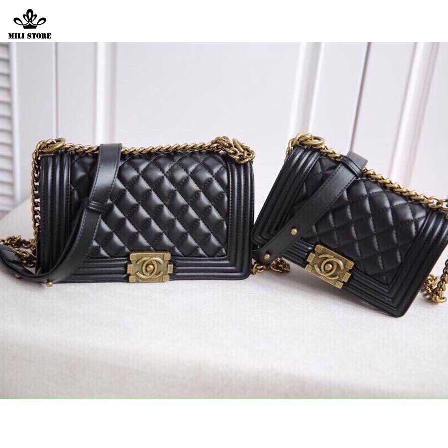 Túi xách Chanel Boy khóa vàng, da trơn nhăn, dây pha xích