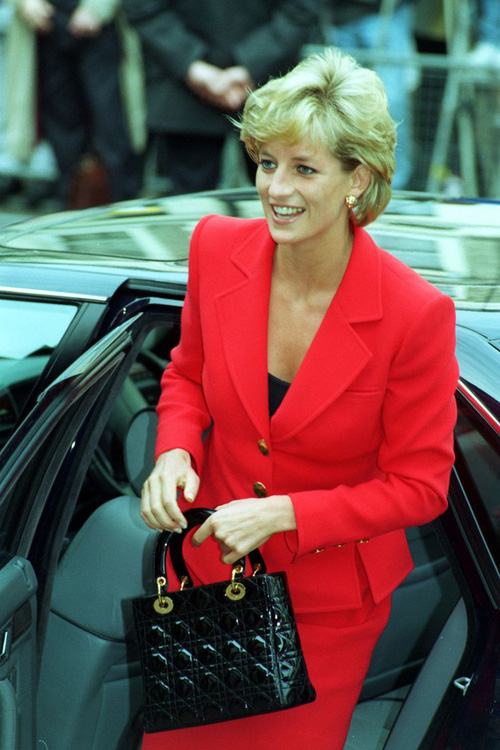 Công nương Diana: fashion icon hoàng phái  độc nhất  chiếm hữu  đến 2 mẫu túi đình đám được đặt theo tên mình-4