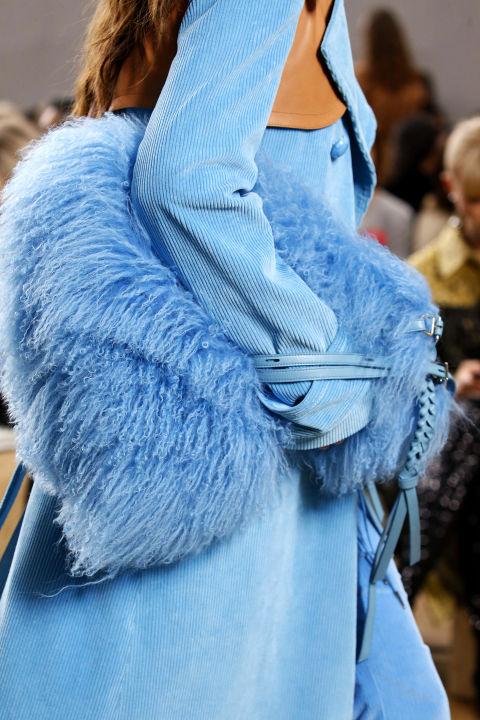 Túi Nina Ricci màu xanh biển quyến rũ