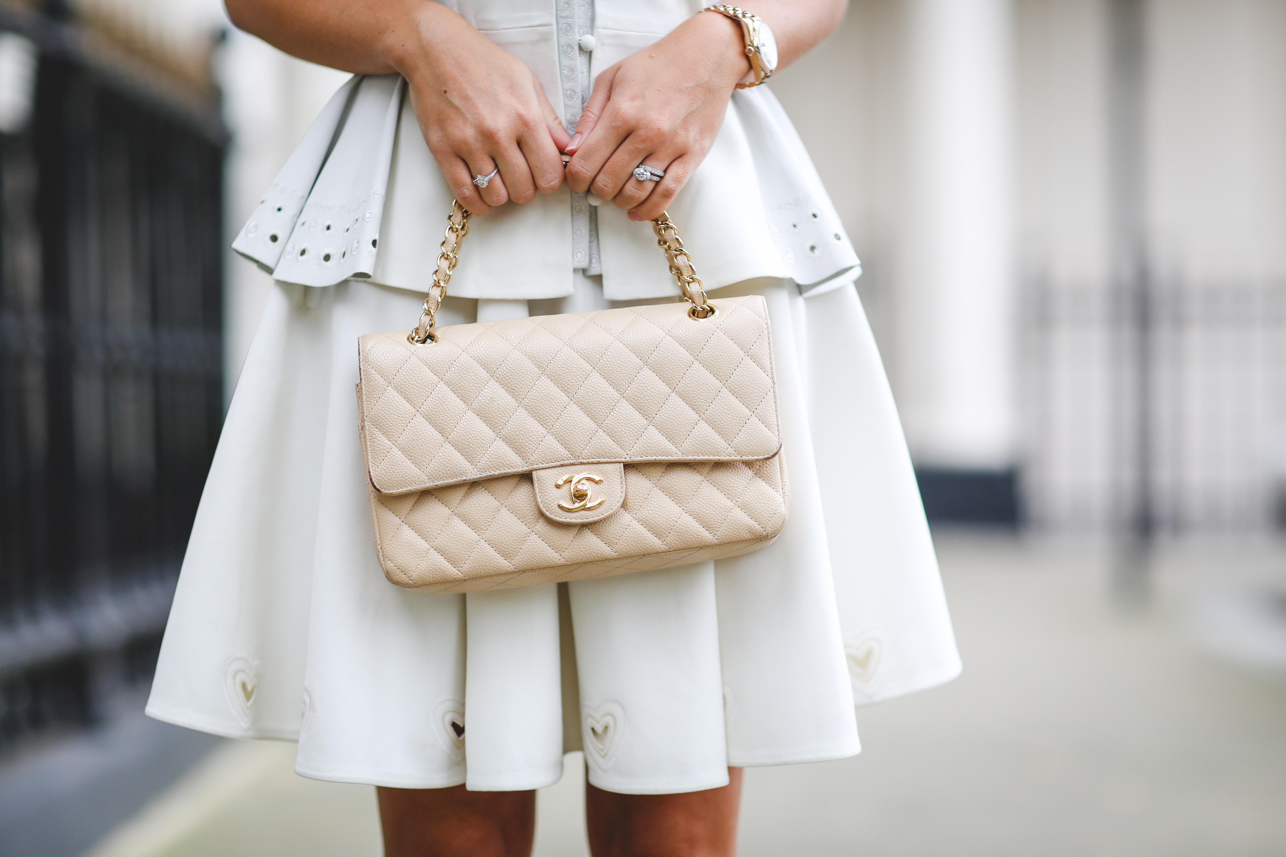 Tất tần tật về túi xách nữ Chanel Classic Flag Bag