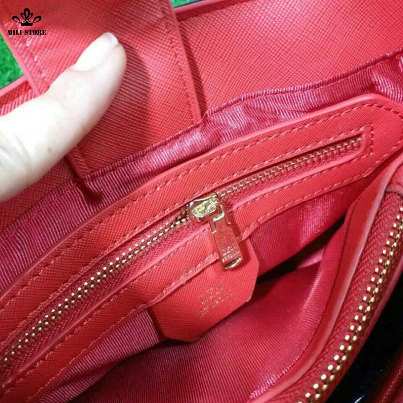 bên trong túi xách lyn jessca nơ đỏ
