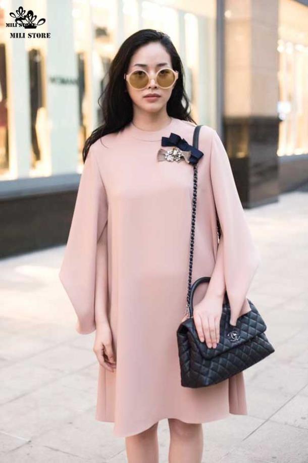 người mẫu đeo túi xách chanel coco size 25 đẹp lấp lánh