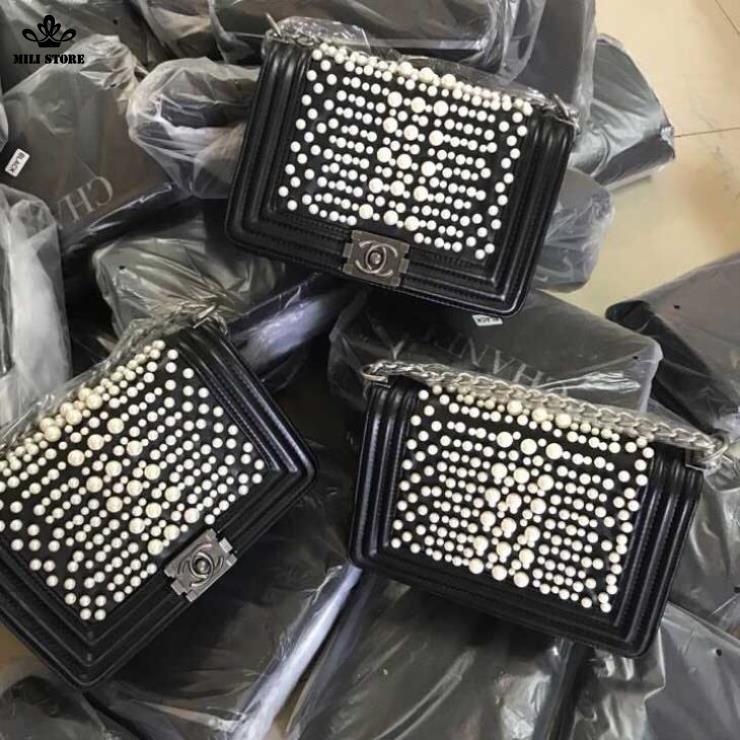 Mua túi xách Chanel Boy ngọc trai ở Tân Phú