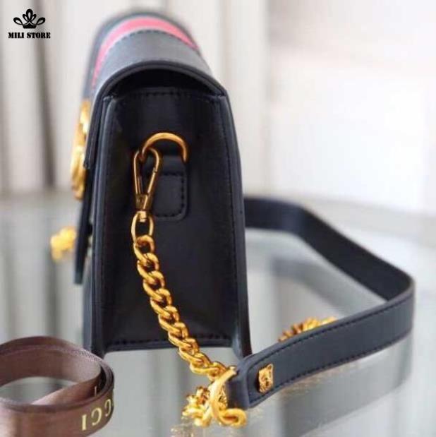 Bên hông túi Gucci hộp màu đen