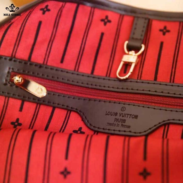 Bên trong túi xách Louis Vuitton LV lót nhung sọc đỏ nâu Logo LV