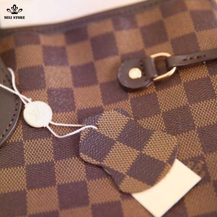 Tận cảnh túi xách tay LV Louis Vuitton da mềm hình vuông màu nâu