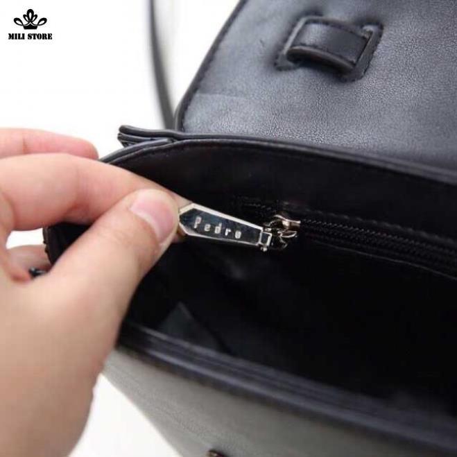 Bên trong khóa túi Pedro màu đen công sở