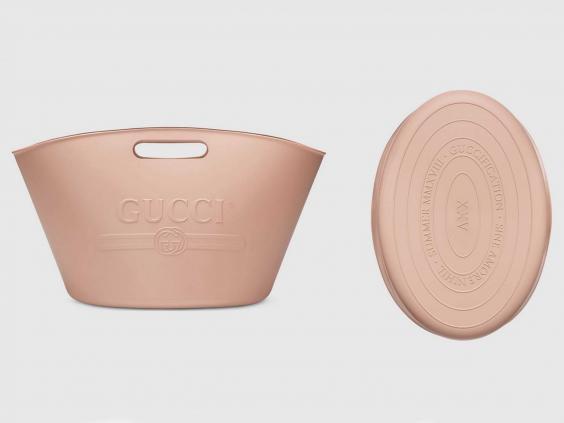 Túi xách 22 triệu đồng của Gucci bị chê giống xô giặt giẻ lau nhà